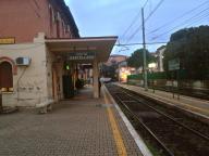 Uscita della stazione. Binari direzione Viterbo.
