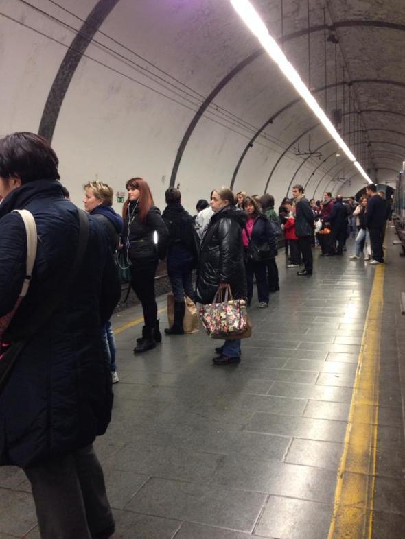 Mercoledì 13/11/2013, in attesa del treno urbano delle 19:58 a Piazzale Flaminio